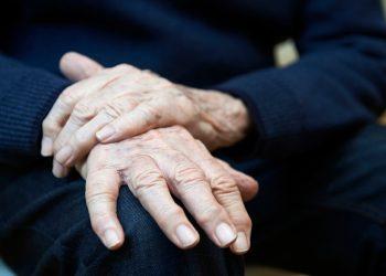 Penyakit Parkinson, Berbahaya Tidak, Ya? • Hello Sehat