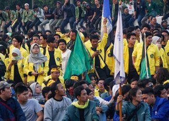 Aksi mahasiswa di Gedung DPR/Net