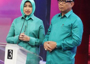 Airin-Benyamin Davnie, sedang menyampaikan visi dan misi mereka kepada masyarakat melalui acara Debat publik Pasangan Calon Walikota dan Wakil Walikota Tangerang Selatan di Studio Kompas Tv, Gelora, Jakarta Pusat, Kamis (3/12).