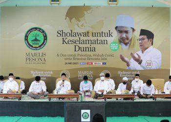 Deklarator Majelis Pesona (Pecinta Sholawat Nabi) Abdul Muhaimin Iskandar atau Gus AMI dalam acara `Sholawat untuk Keselamatan Dunia dan Doa untuk Palestina, Wabah Covid-19 serta Bencana-Bencana Lain` di Kantor DPP PKB, Jakarta