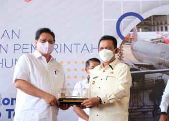 Menko Perekonomian Airlangga Hartarto pada acara penyerahan PP KEK di Batam, Jumat (12/06/2021). (Foto: Humas Kemenko Perekonomian)