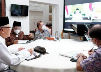 Wapres Ma'ruf Amin menerima audiensi jajaran civitas akademika Universitas Cenderawasih, Jayapura, Papua, melalui konferensi video, Selasa (22/06/2021). (